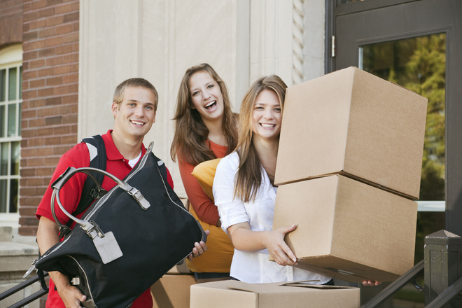 college-students-moving